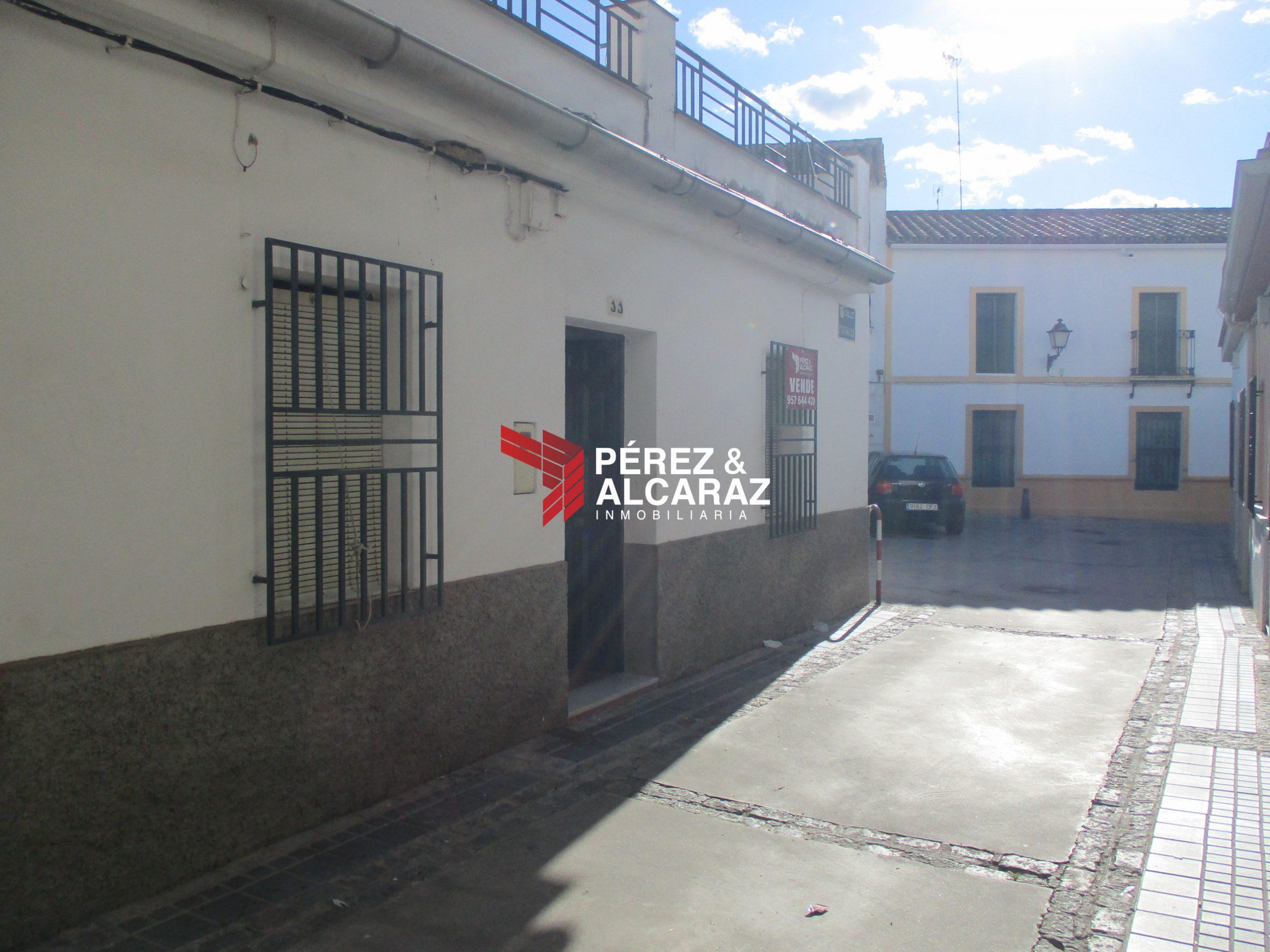 Casa en calle Coronada.