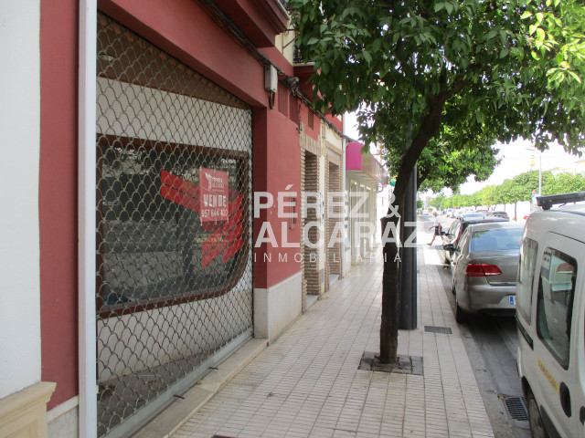 Local Comercial en Av. Fray Albino.